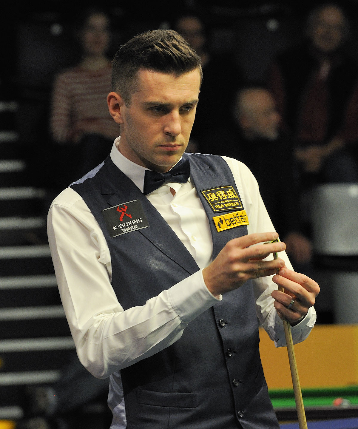 1200px-Mark_Selby_at_Snooker_German_Masters_(DerHexer)_2013-01-30_15